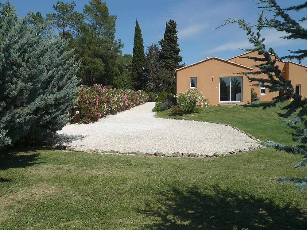 Uz s soleil location saisonni re pour 4 personnes avec for Le petit jardin uzes