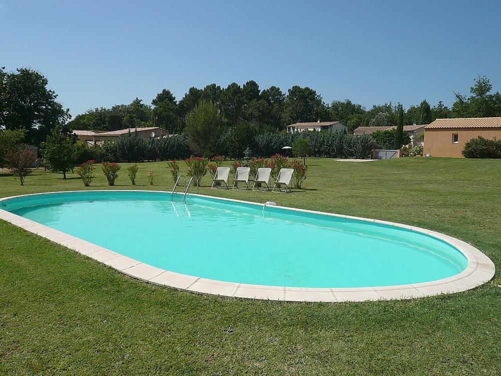 Uz s soleil location saisonni re pour 4 personnes avec for Accessoire piscine uzes